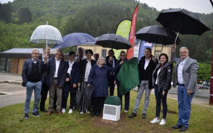 Pose de la première pierre du chantier  de la voie verte des Cévennes